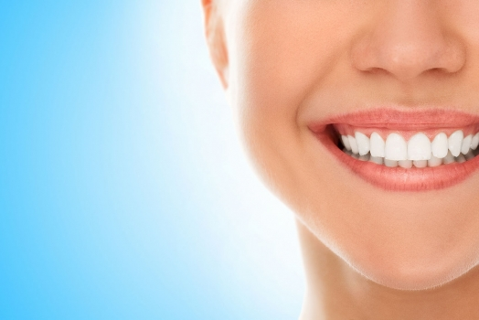 4 Natural Teeth Whiteners