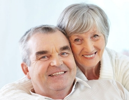 How to Choose Between Dentures and Dental Implants